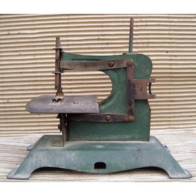 3101- Antigua Maquina De Coser Infantil De Metal Color Verde