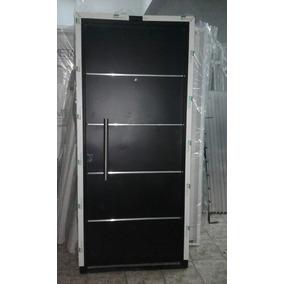Puerta ingreso inyectada hierro negro con luceras for Imagenes de puertas de metal