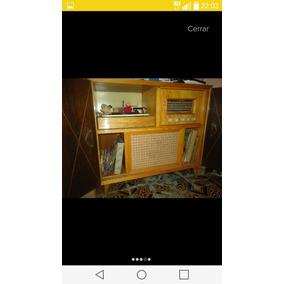 Mueble Antiguo 1958 Con Radio Y Vinilo (a Revisar)