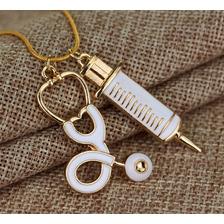 Collar Médico Latido De Corazon Estetoscopio Moda Jeringa