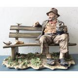 Porcelana Capodimonte, Viejo En Banco Y Pájaros