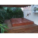 tapas para jacuzzi y camastro de madera en uno en jardines
