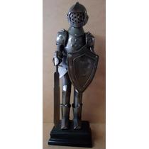 Estatueta Boneco Medieval De Metal 27 X 9 X 6 Cm