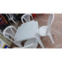 Conjunto De Mesas E Cadeiras De Plástico -