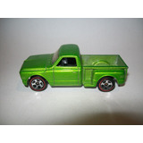 Hot Wheels 2006 #96 Camioneta Custom 69 Chevy Redlines