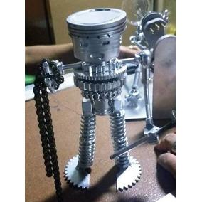 ¨robô¨ Escultura De Metal Feita Com Material Reciclado