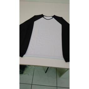 Camiseta Manga Longa Modelo Raglan Feminino