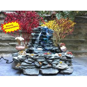 fuente de aguacascada en piedra laja natural