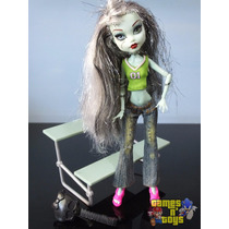 Boneca Monster High Frankie Stein Estudante Com Banco Mattel