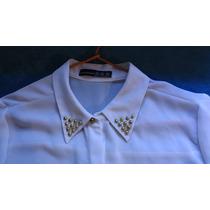 Camisa Blanca De Gasa Con Detalle De Tachas En El Cuello