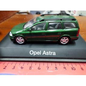 Schuco 1/43 Opel Astra Caravan Rural Verde