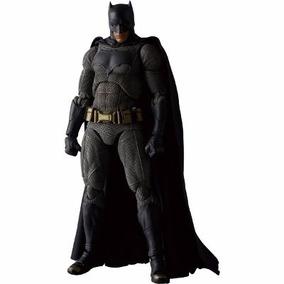 Mafex Batman Vs. Superman Dawn Of Justice Batman 16 Cm 1/60