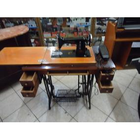 Maquina De Costura Antiga Com Movél De Madeira Em Muito Bom