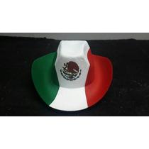 Sombreros Con Los Colores Y El Escudo De Bandera Mexicana