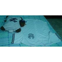 Jersey De Los Yankees Y Una Almohada Del Equipo.