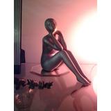 Escultura Femenina Cerámica Gris Platinada Pensativa