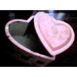 Pequeña Caja De Madera Con Forma De Corazón (algo Vieja)