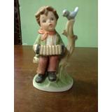 Porcelana De Niño Tocando Acordeon
