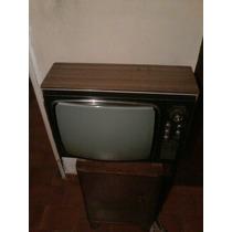 Televisor Blanco Y Negro Antiguo De Coleccion