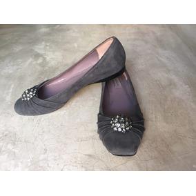 Sapatilha De Camurça Com Broche Shoestock