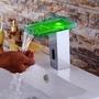 Griferia Cromada Con Luz Led Y Sensor Para Lavamanos Moderno