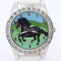 Hermoso Reloj Con Caballo Negro Y Cristales, Correa Blanca
