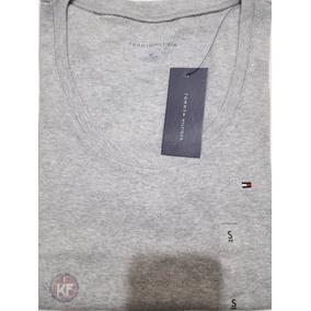 Camiseta Básica Tommy Hilfiger - Feminina - Manga Comprida