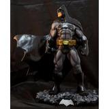 Escultura Batman Dark Knight 42cm Rlucena