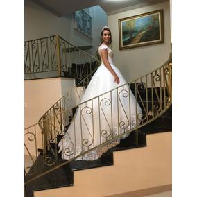 Vestido De Noiva Com Lindos Apliques E Laços Catedral