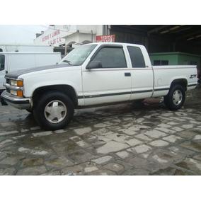 Chevrolet Silverado Cabina Y Media 4x4
