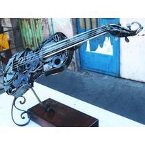 Escultura De Violín Construído Con Chatarra Metálica.