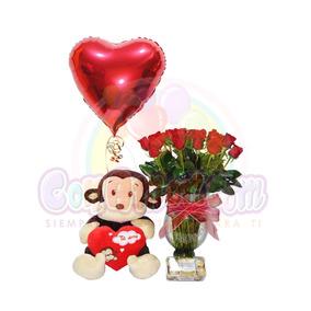 Arreglo Floral Con Rosas En Florero Grabado Enamorate De Mí