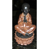 Figura Buda Niño Feng Shui Base Flor De Loto Color Madera.