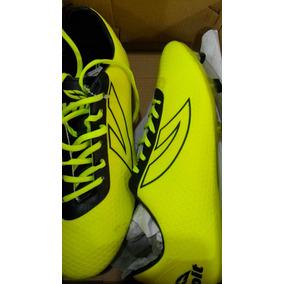 Zapatos Futbol. Nuevos.