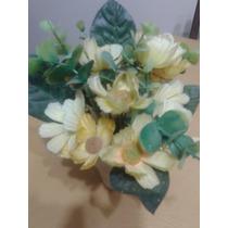 Centro Floral Con Flores Artificiales Y Maceta Patinada