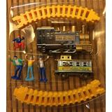 Trenzinho Com Locomotiva, Vagão, Trilhos E 4 Bonecos