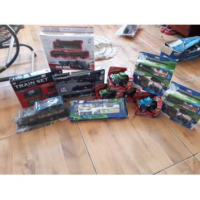 Carrinhos De Brinquedos E Vários Produtos Juntos .