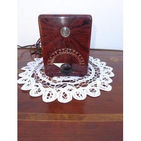 Un Metrónomo Vintage A 110 Volts