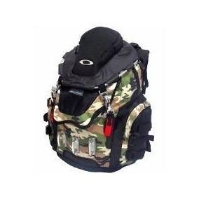 06a104d47743c Mochila Oakley Kitchen Sink Backpack Camuflada Viagem 50 L · R  249 90