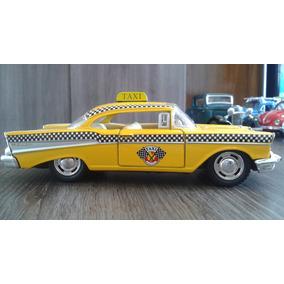 Miniatura Taxi Chevrolet Bel Air 1957 Amarelo
