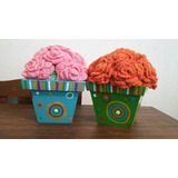 Maceta Pintada A Mano Con Rosas Tejidas Al Crochet