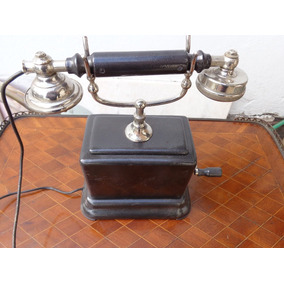Un Antiguo Teléfono Marca L.m Ericsson