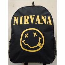 Mochila Escolar Nirvana C/ Alça Ajustável Bolsos Brinde