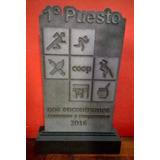 Trofeos Placa Fibro Con Relieve + Base De Madera 30 Cm Alto