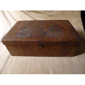 Antigua Caja Madera Forrada En Cuero Repujado