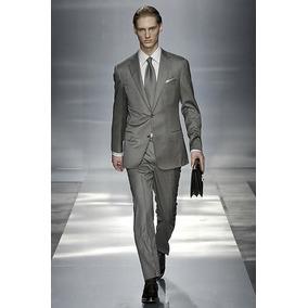 Hombre vestido de traje formal