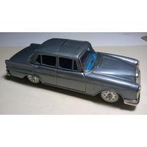 Mercedes Benz 220 S 1963 De Bandai 1:24