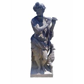 Escultura Estilo Antigo De Pedra Esculpida Em Rocha A Mão