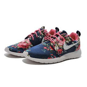 a44ab8f13f8 nike de mujer con flores