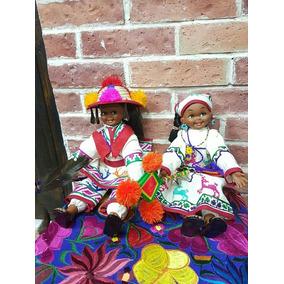 2 Muñecas Con El Traje Tipico Huichol/ Bordadas A Mano!